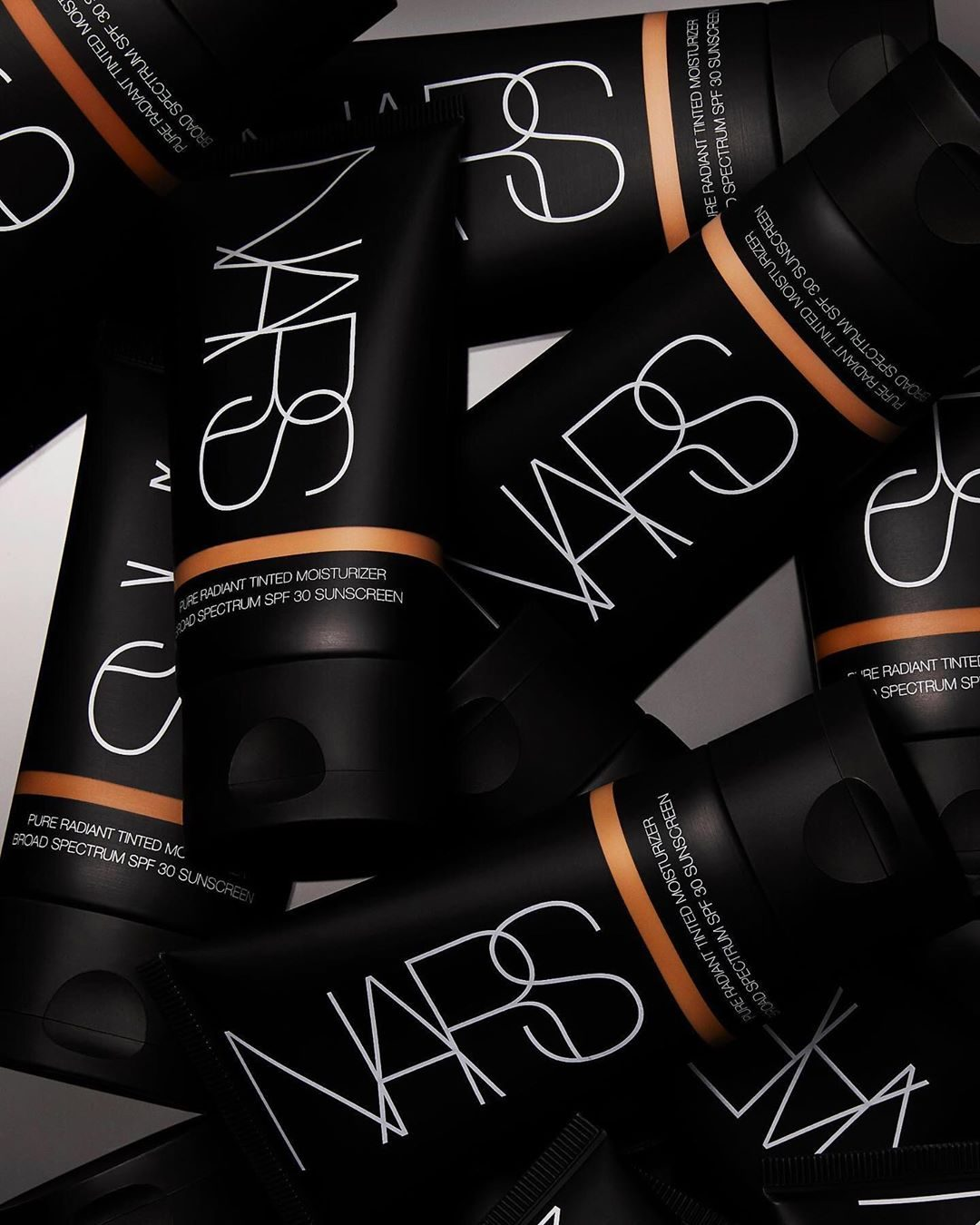 When the days get warmer, foundation gets lighter. Pure Radiant Tinted Moisturizer hydrates, brightens and protects with lightweight, buildable coverage and SPF 30.