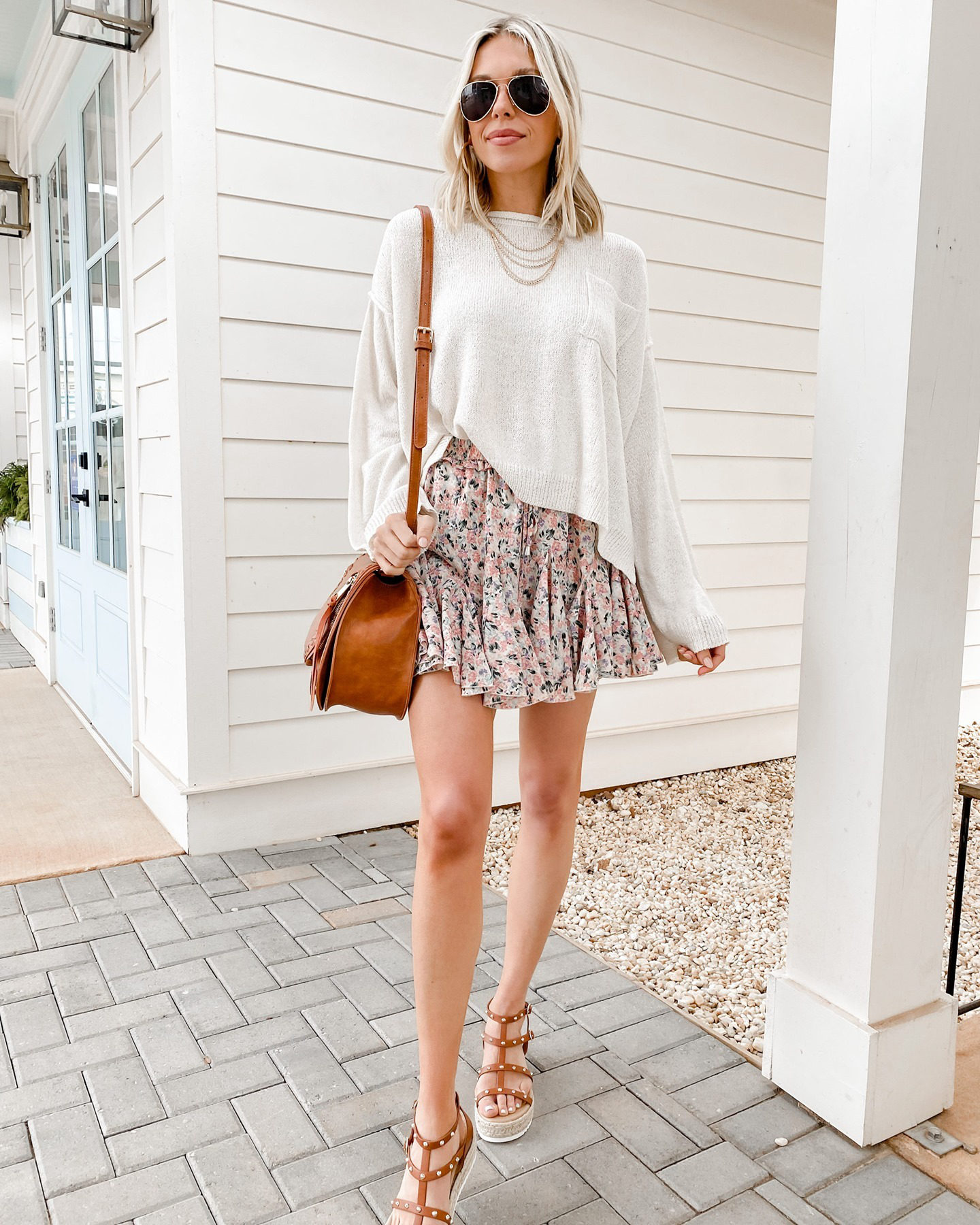 """flirty skirts are a total spring must-have!🌸 ---> Feeling Connected Coral Pink Ditsy Floral Skort<br /> —> Face The Truth Ivory White Bell Sleeve Sweater"""" width=""""558″ height=""""698″></p> <p>Image from Mint Julep</p> <p>Get skirt the <strong><a href="""